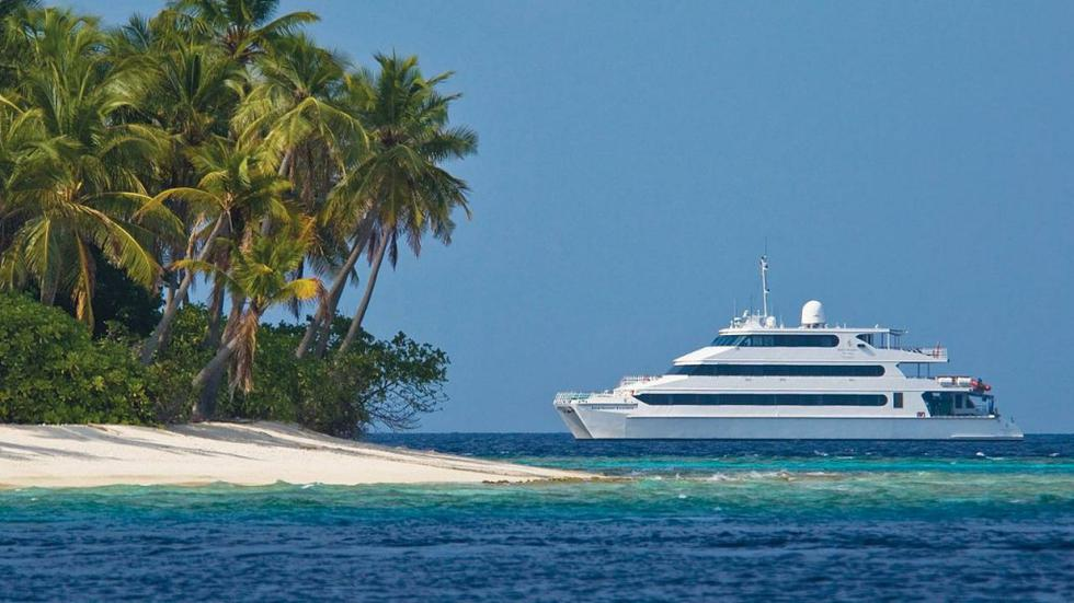 Liveaboard Holidays in the Maldives on the Four Seasons Explorer